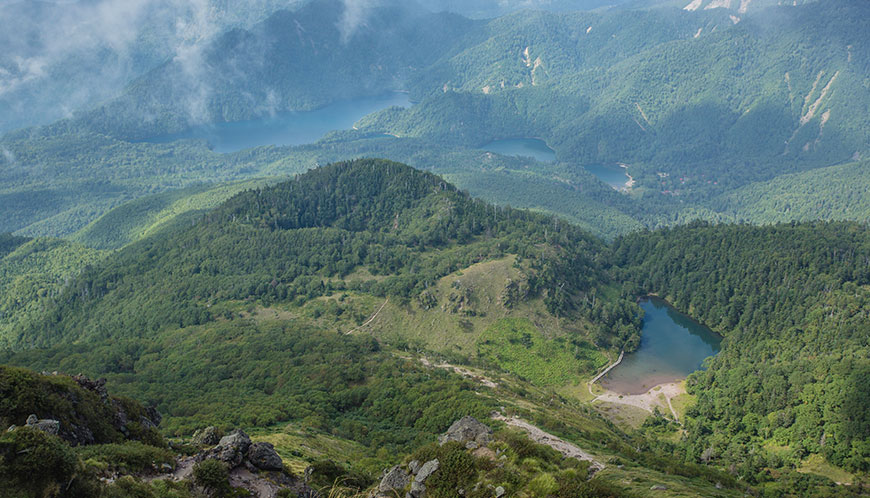 日光白根山。関東地方最高峰。五色沼をはじめとした湖に囲まれる美しい山。ゴンドラで標高を稼げお手軽に登れる。